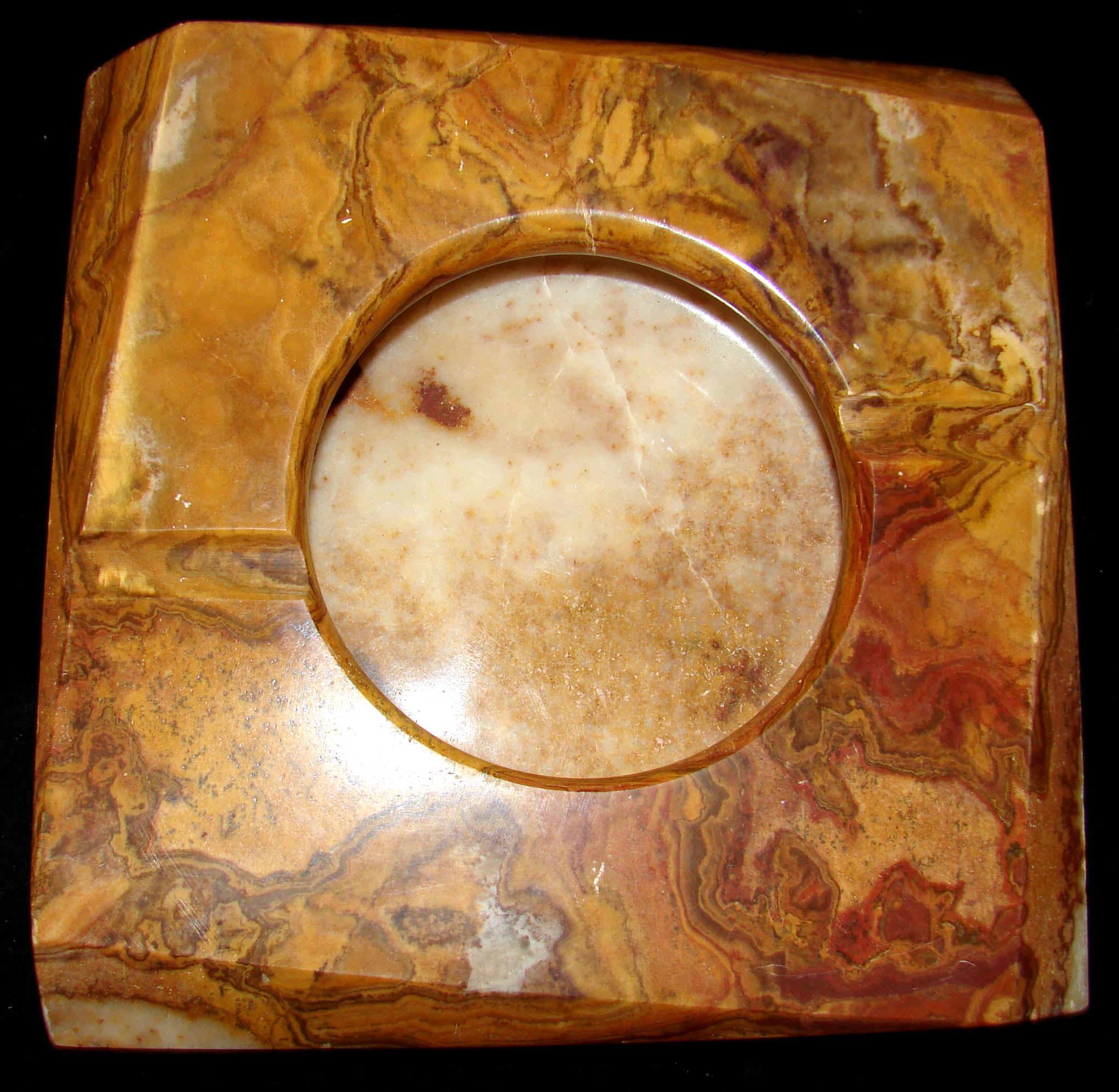 http://www.quartzcrystals.net/ashtray-square-7-7.jpg (582341 bytes)