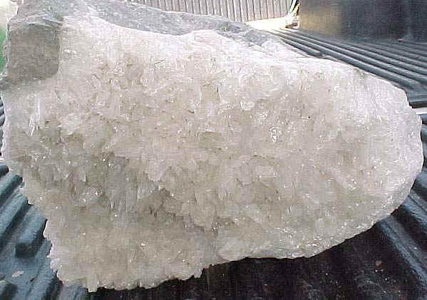 http://www.quartzcrystals.net/colemanite-28a.jpg (113005 bytes)