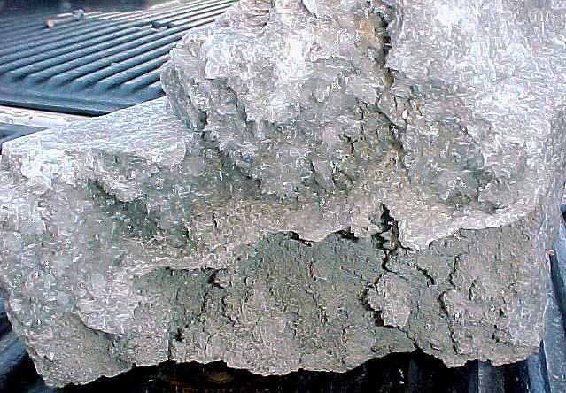 http://www.quartzcrystals.net/colemanite-28c.jpg (113005 bytes)