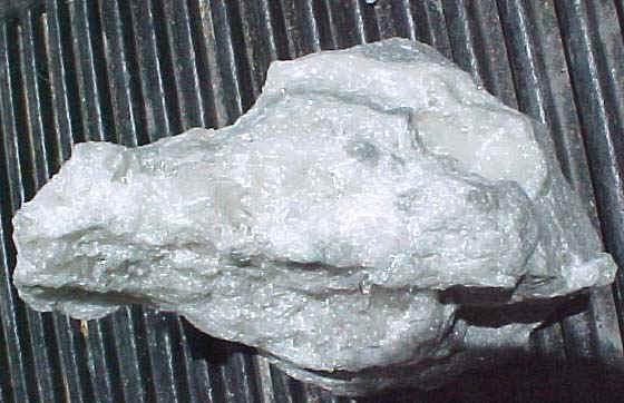 http://www.quartzcrystals.net/colemanite-32.jpg (807370 bytes)