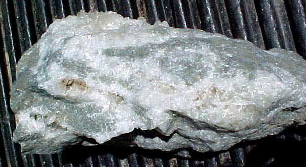 http://www.quartzcrystals.net/colemanite-33.jpg (807370 bytes)